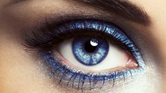 blue eyeshdow 1